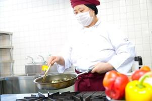 名阪食品株式会社/調理師/免許必須/お財布にうれしい食事補助あり